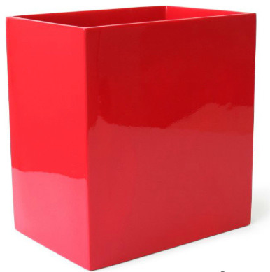 Красная корзина для мусора