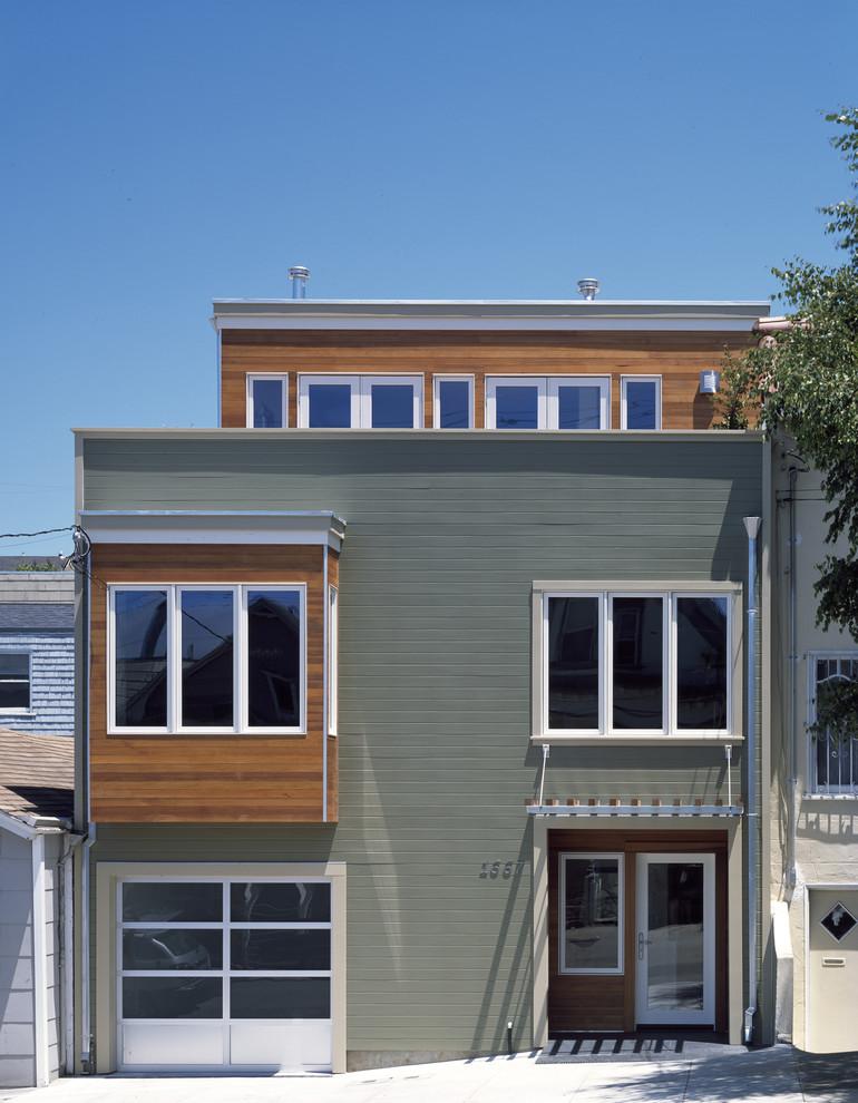 Необычный фасад дома с гаражом