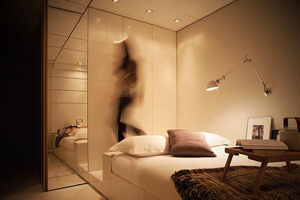 Футуристический стиль в интерьере спальни