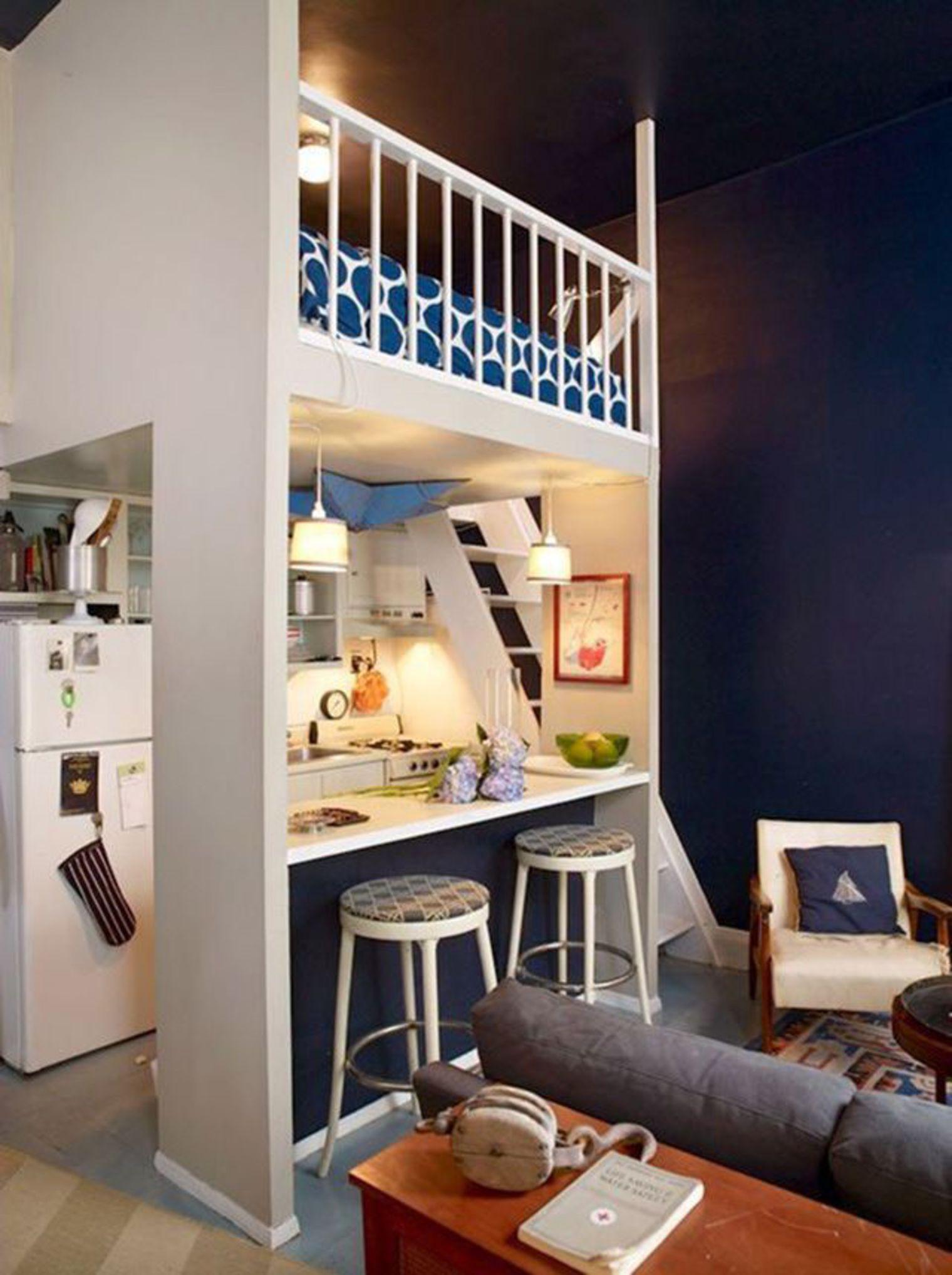 Синие акценты в интерьере маленькой студии