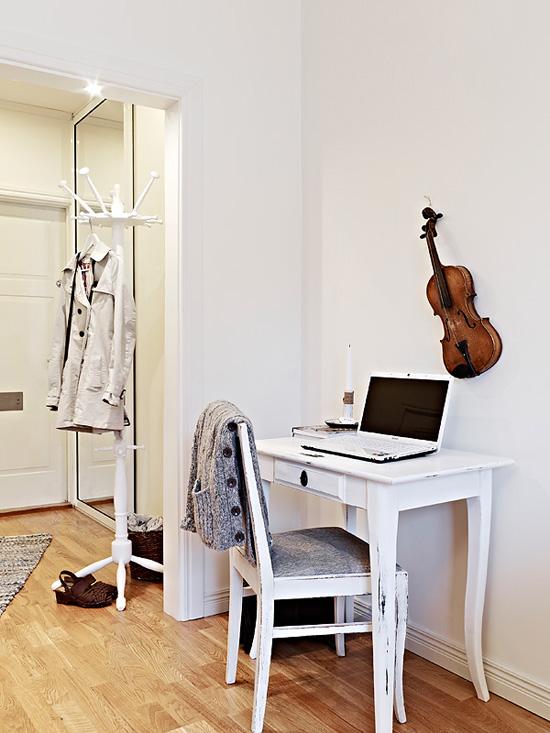 Интерьер кабинета в пастельных тонах