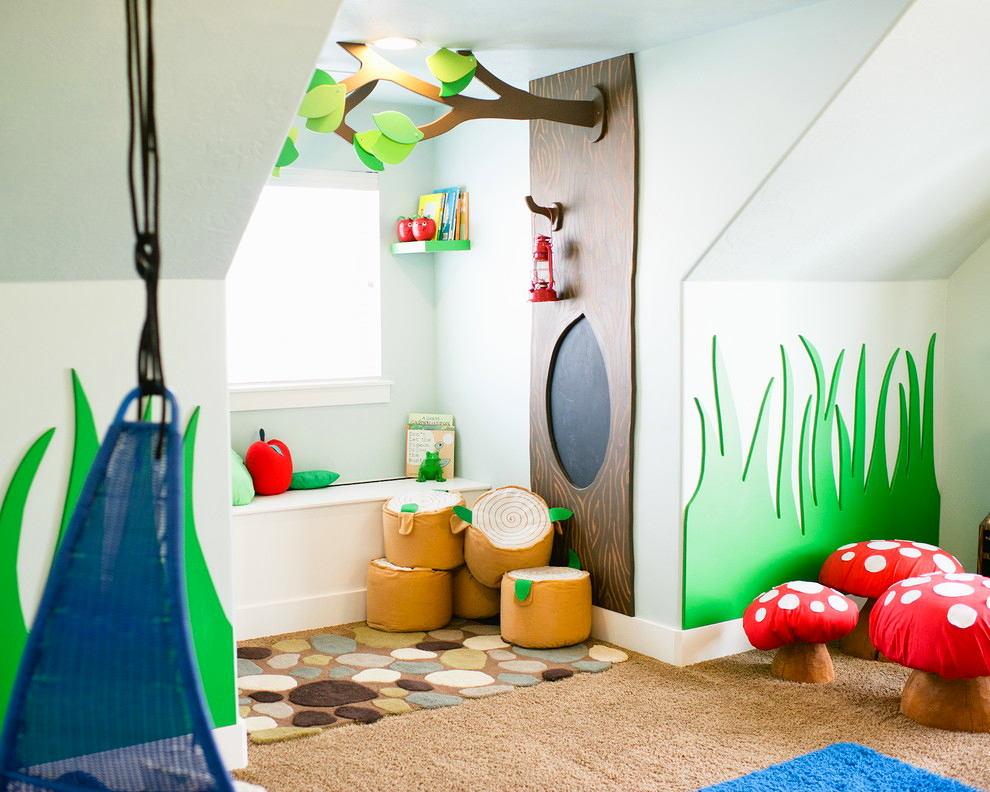 Интерьер маленькой детской на мансарде