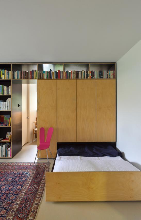 Раскладное спальное место в маленькой квартире-студии