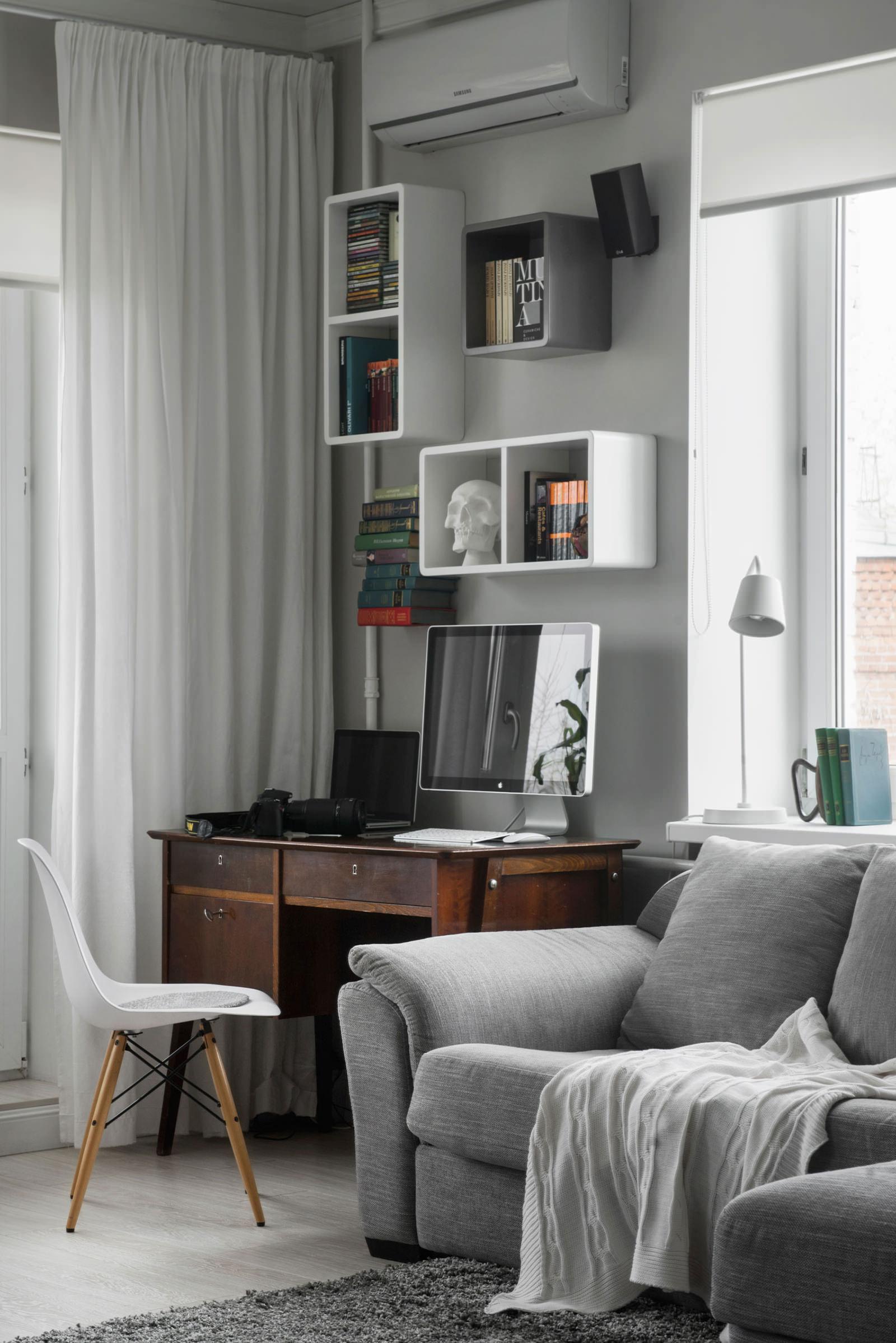 Рабочая зона квартиры-студии в хрущёвке