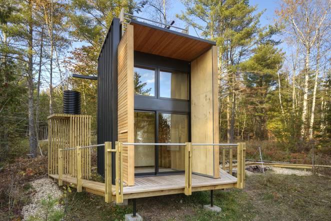 Дизайн дома из контейнеров у озера