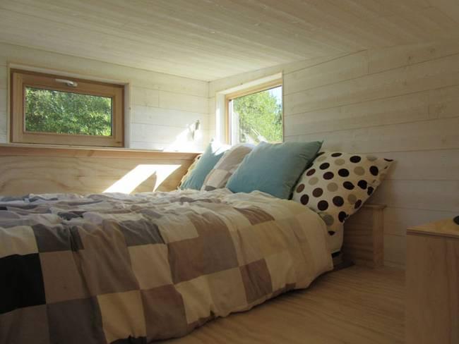 Дизайн дома на колёсах. Светлая просторная спальня