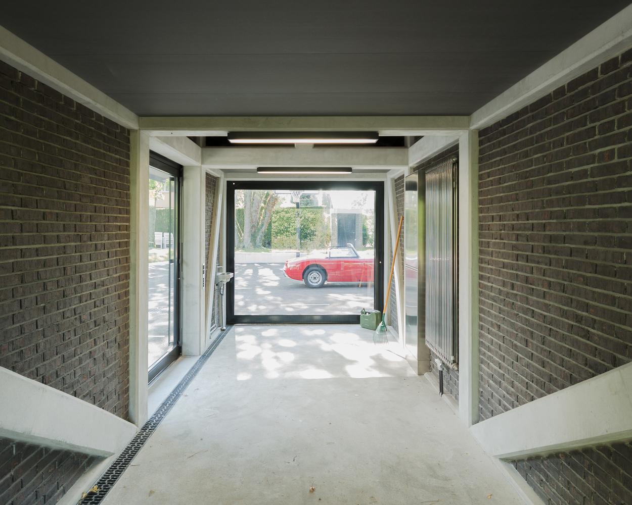 Дизайн интерьера гаража с навесом