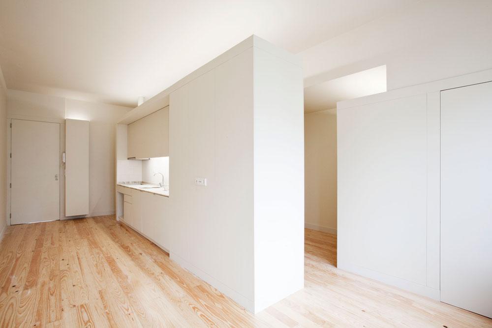 Интерьер маленькой квартиры-студии в светлых оттенках - кремовый оттенок