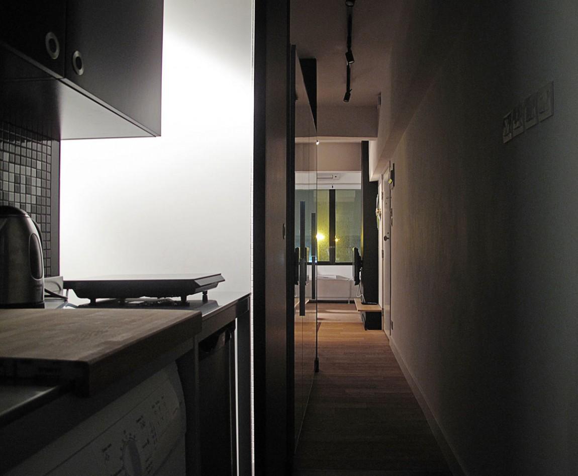 Кухня узкой квартиры в Гонконге