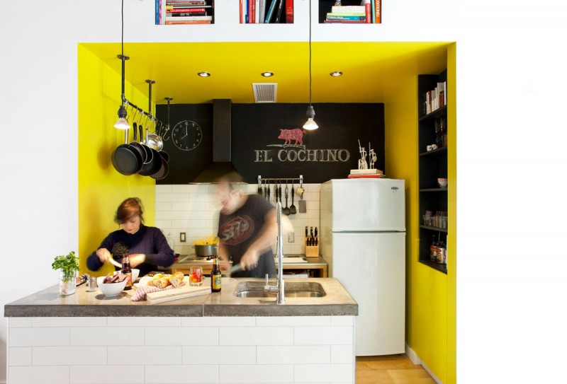 Дизайн интерьера маленького дома-студии с жёлтыми акцентами