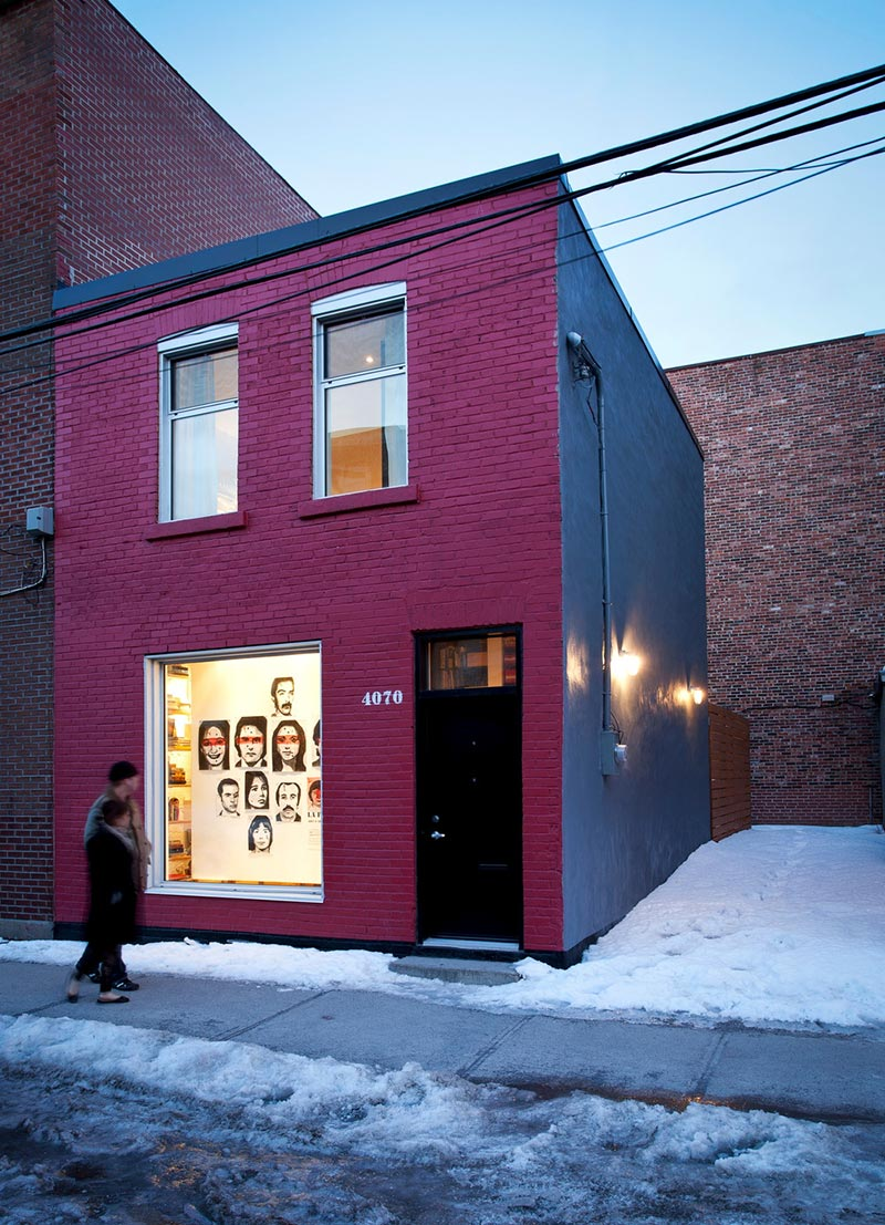Фасад маленького дома-студии