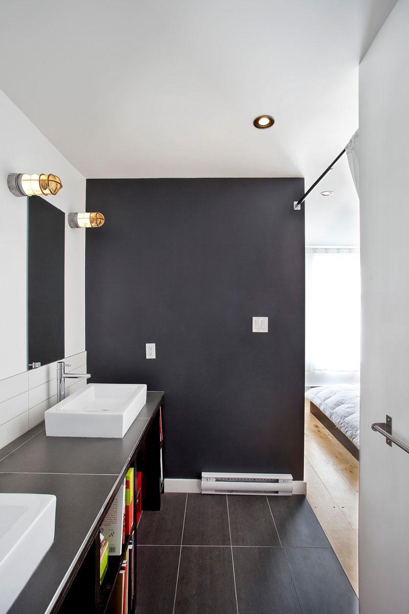Фарфоровые раковины в интерьере маленького дома-студии