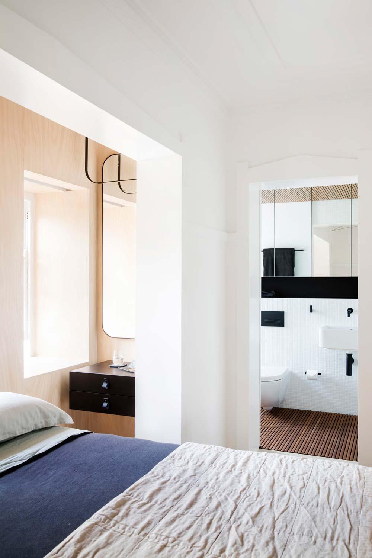 Дизайн интерьера маленькой квартиры в Сиднее - вид на санузел
