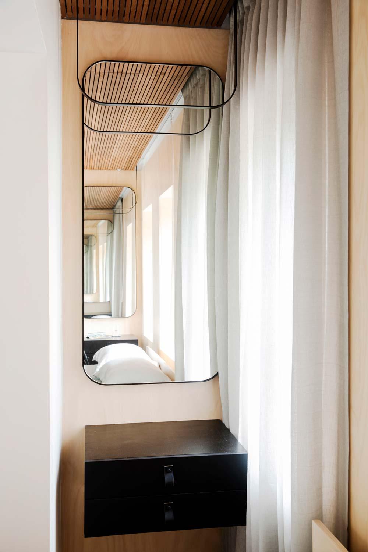 Дизайн интерьера маленькой квартиры в Сиднее - зеркало