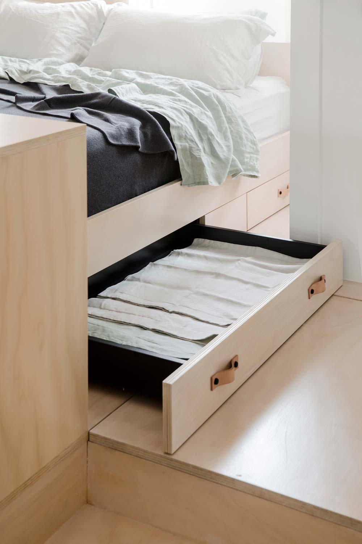 Дизайн интерьера маленькой квартиры в Сиднее - выдвижной ящик