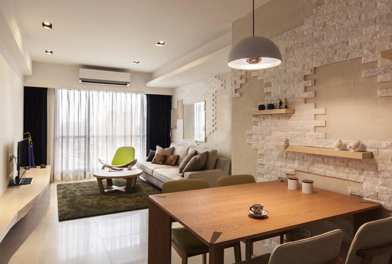 Интерьер небольшой гостиной и столовой
