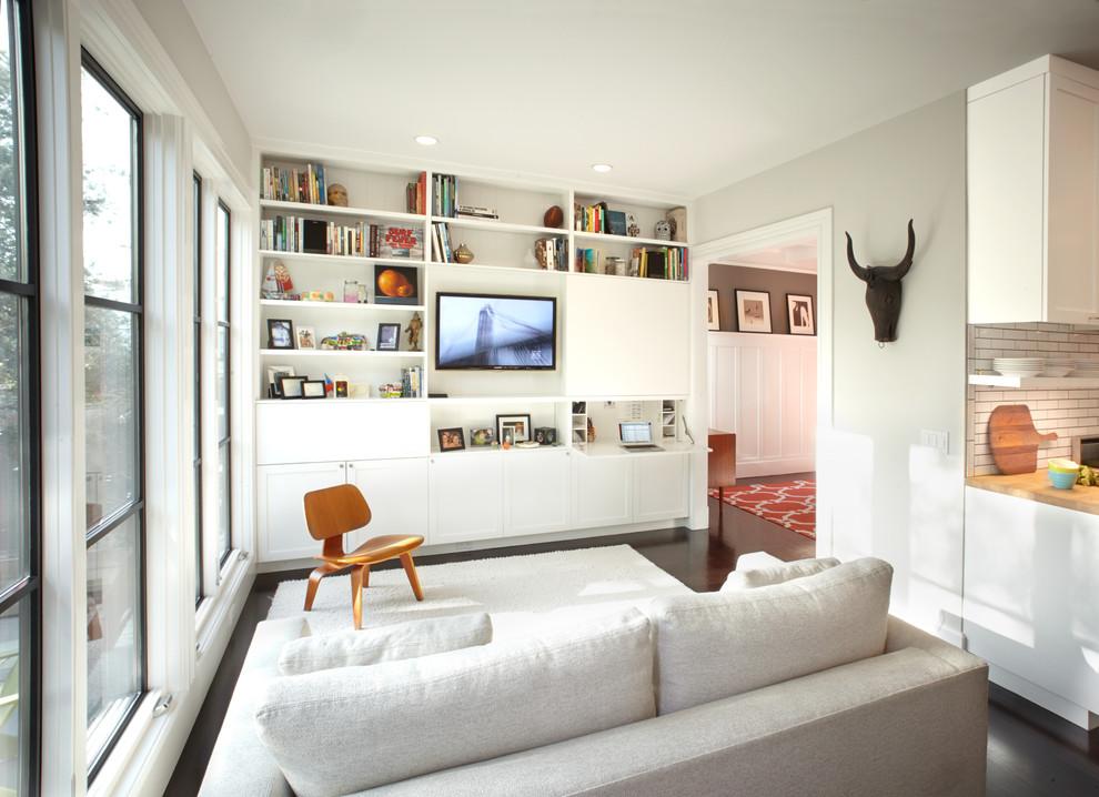 Встроенная система хранения в гостиной