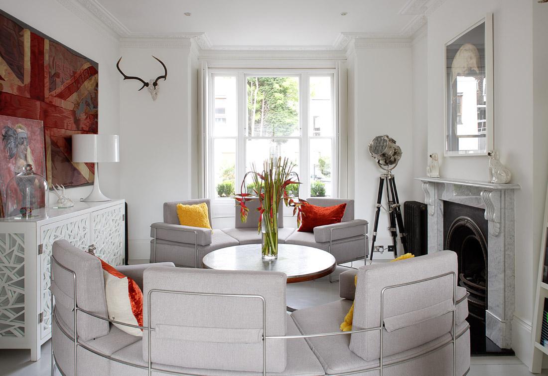 Круглая мягкая мебель в гостиной
