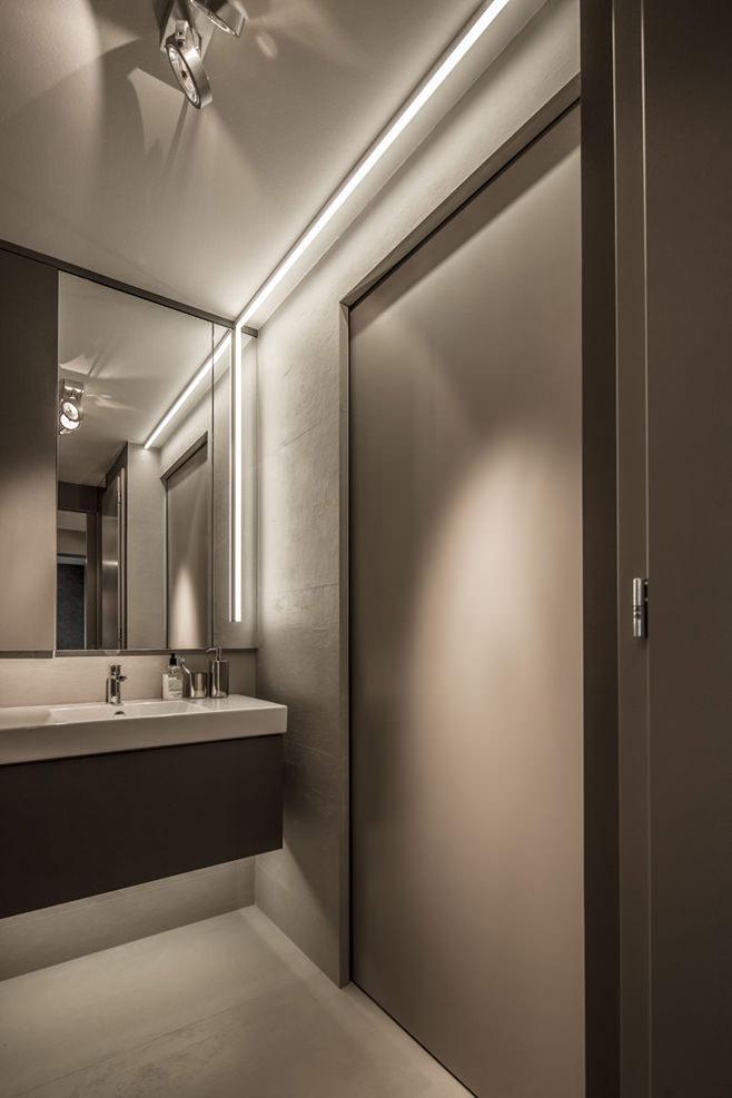 Ванная стильной квартиры для холостяка