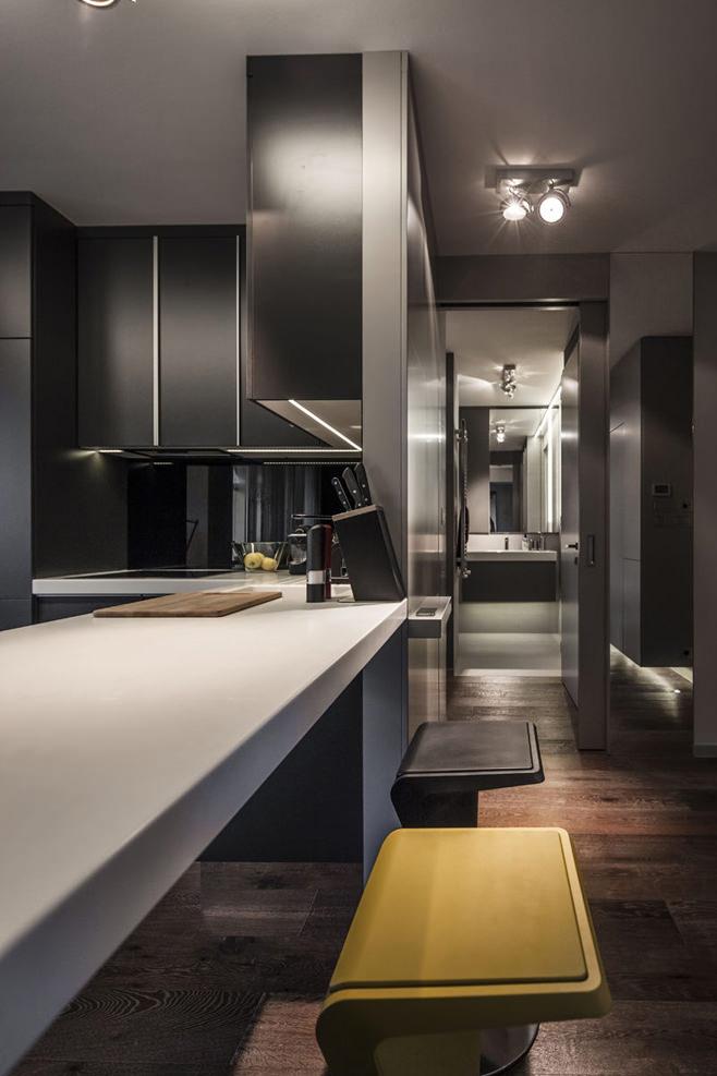 Кухня стильной квартиры для холостяка