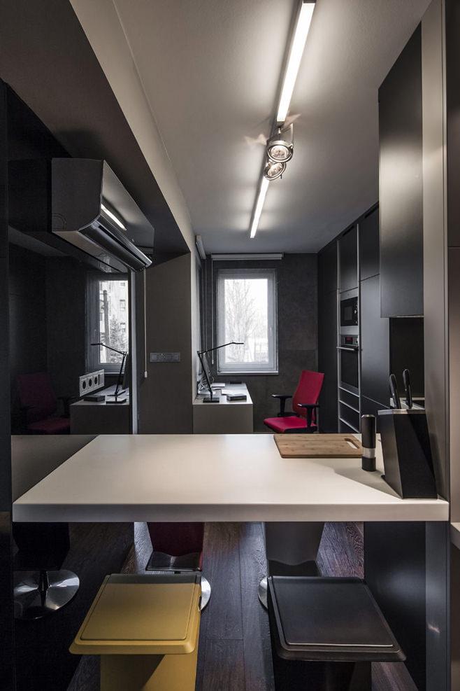 Кабинет стильной квартиры для холостяка
