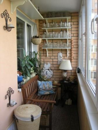 Элегантный дизайн маленького балкона