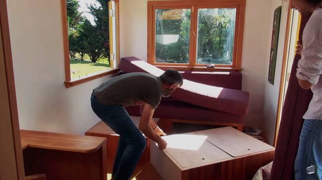 Дизайн маленького частного дома: диван