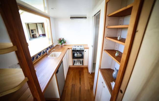 Дизайн маленького частного дома. Светлая кухня