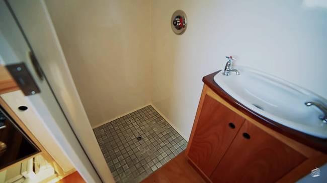 Дизайн маленького частного дома. Душевая