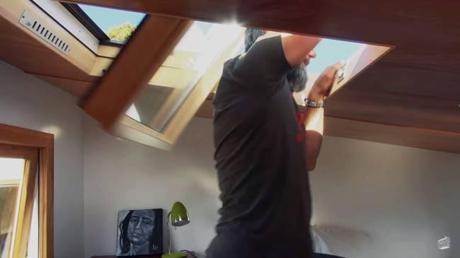 Дизайн маленького частного дома. Окно в потолке