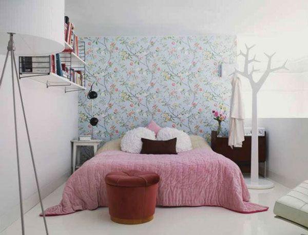 Растительный орнамент на стене в спальне