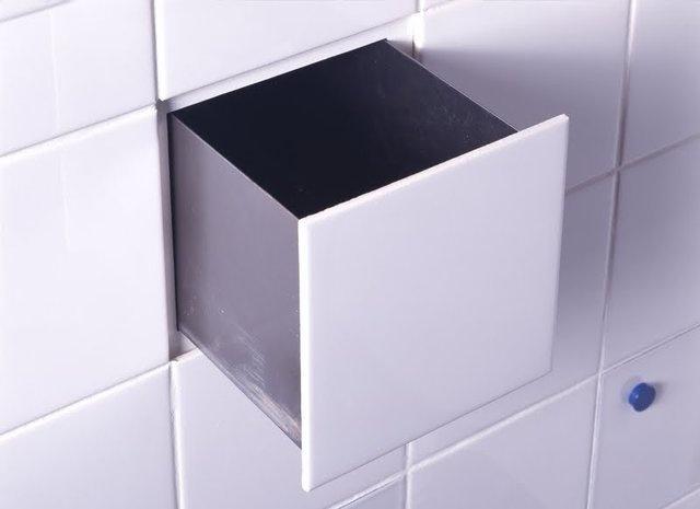 Выдвижной ящик за плиткой