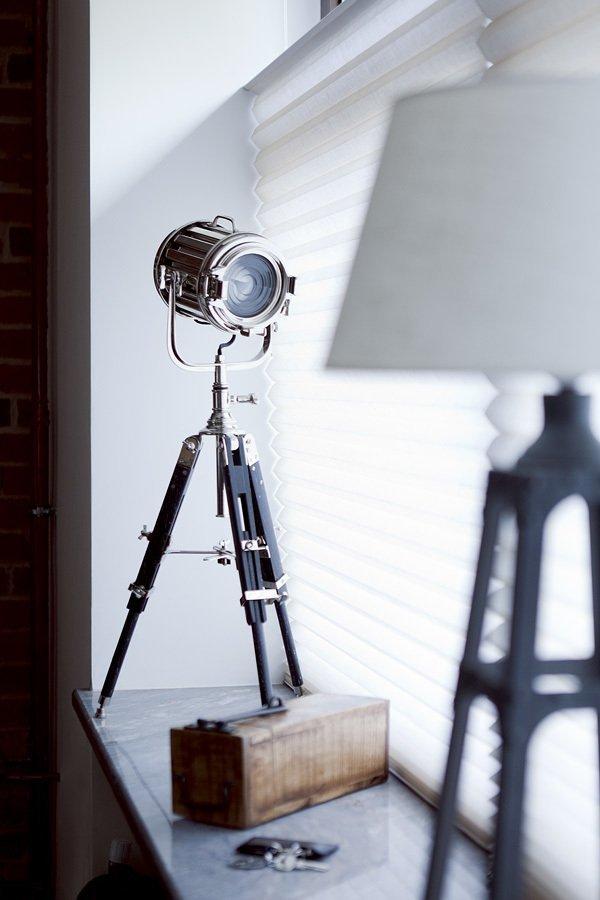 Настольная лампа в виде прожектора