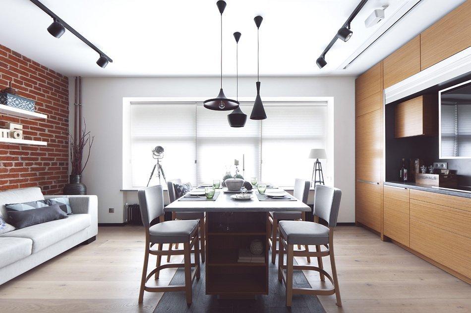 Столовая в квартире с открытой планировкой