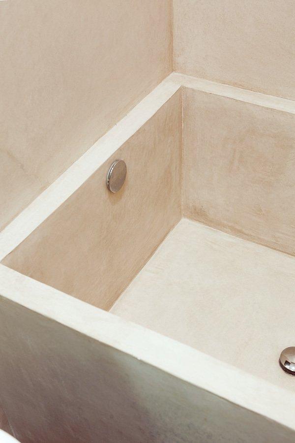 Небольшая встроенная ванна