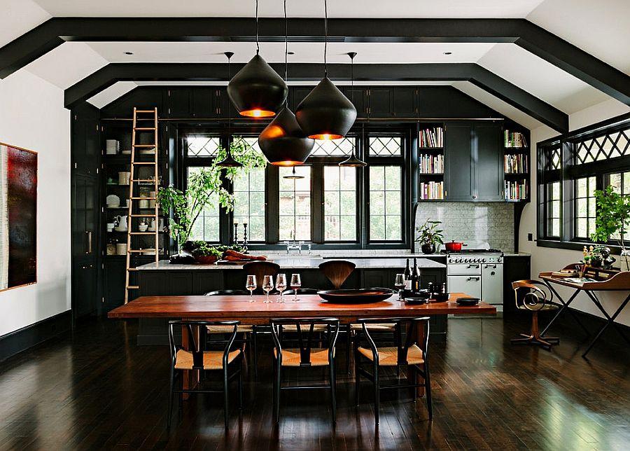 Дизайн интерьера и мебели для маленькой кухни в тёмном цвете
