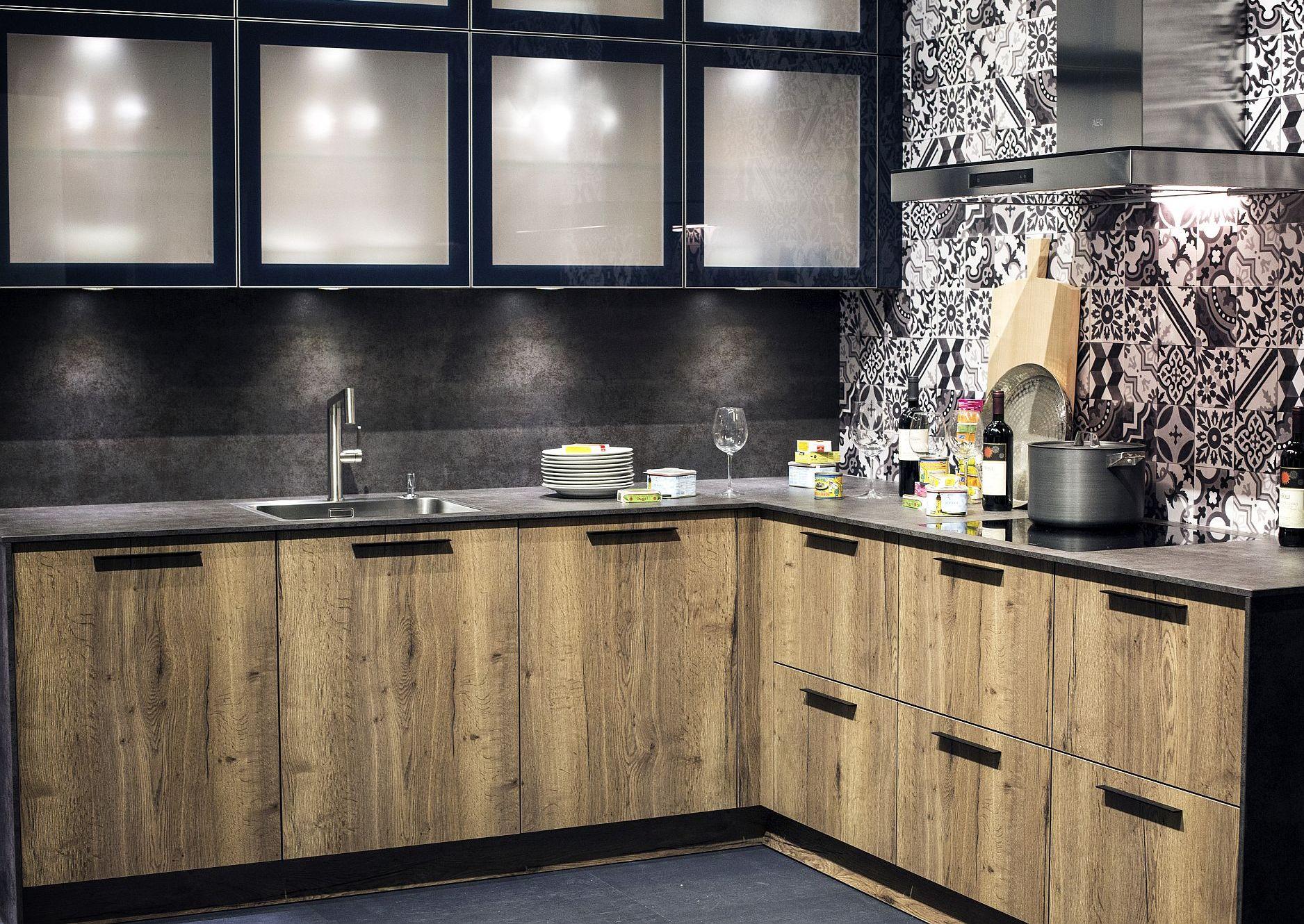 Стильный дизайн мебели для маленькой кухни