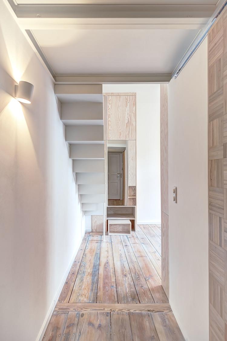 Коридор под лестницей
