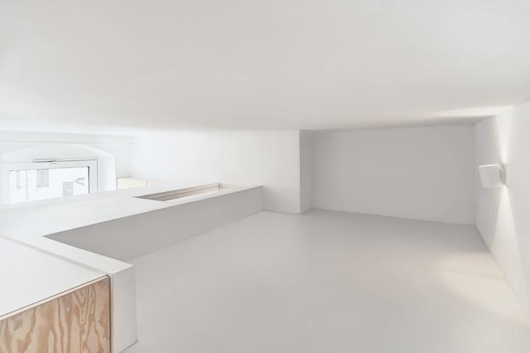 Стеклянный люк в потолке