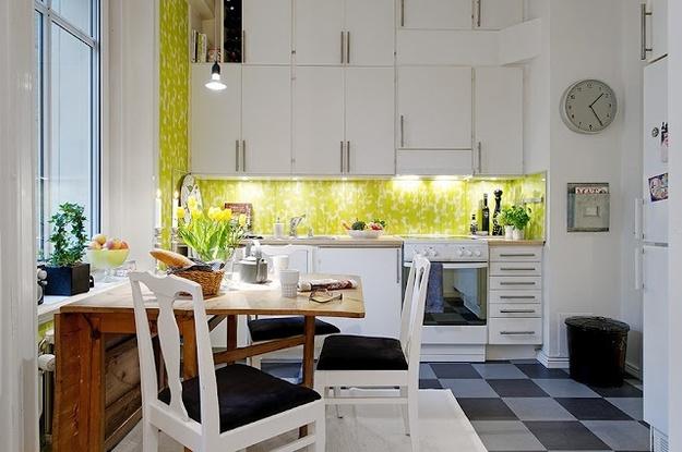 Складной обеденный стол на маленькой кухне