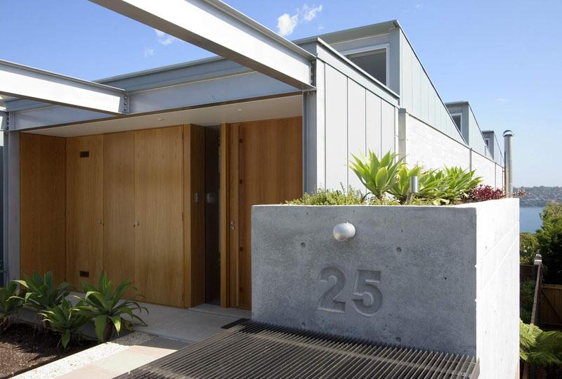 Номер дома на заборе
