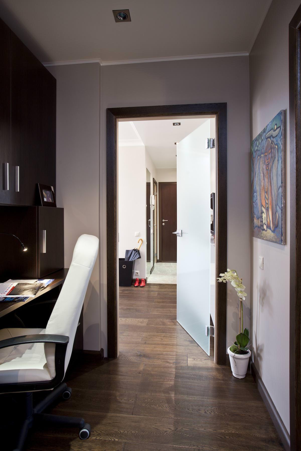 Кабинет стильной квартиры в Москве