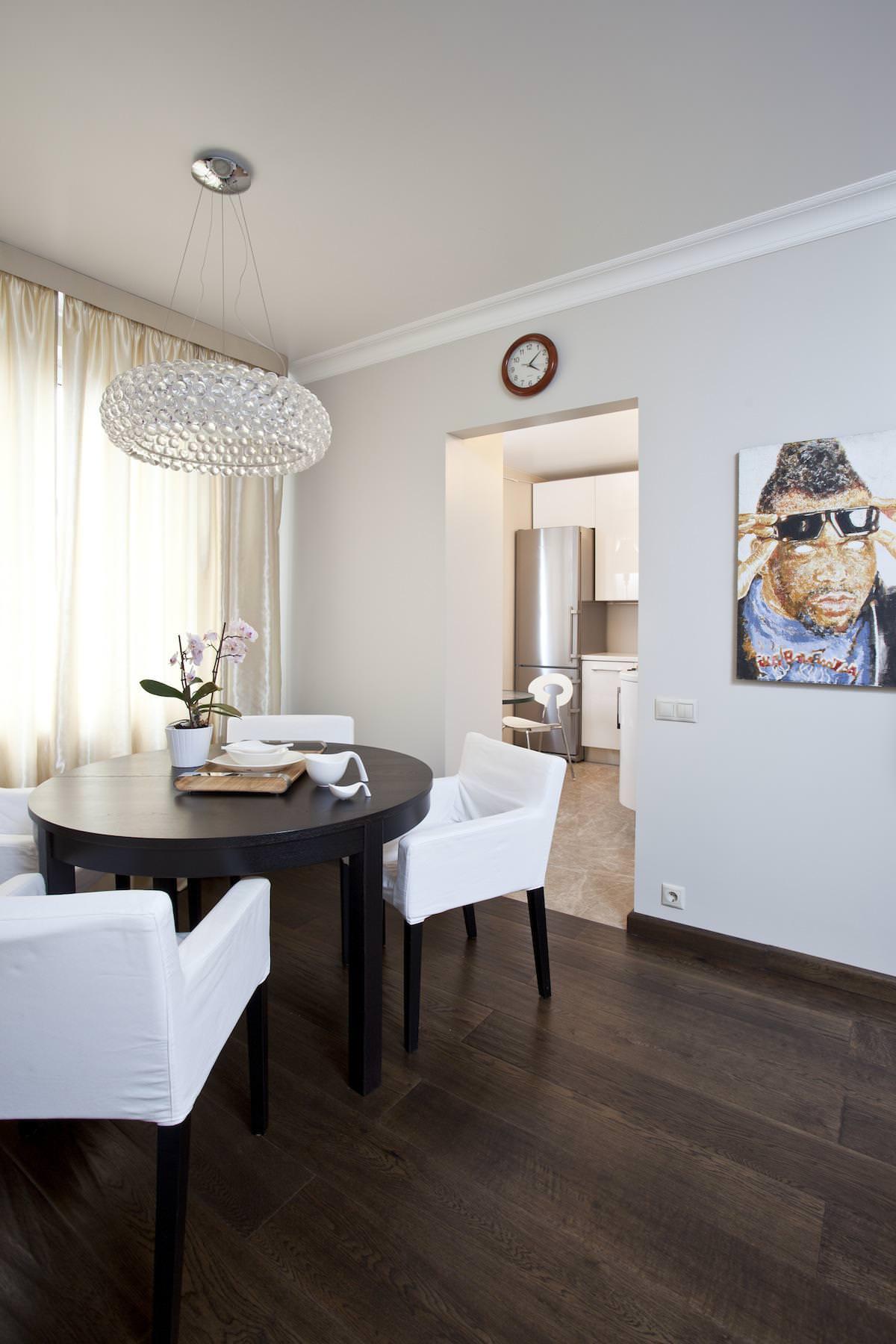 Столовая стильной квартиры в Москве
