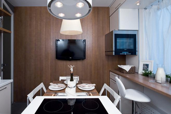 Телевизор на стене на кухне
