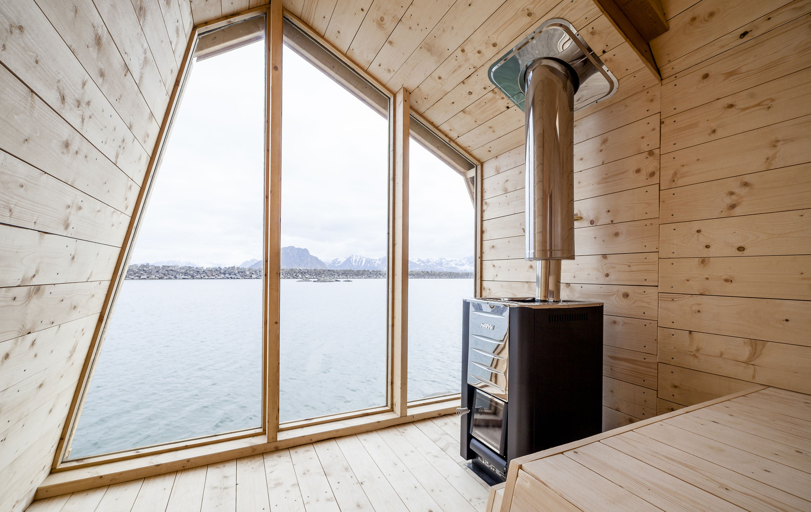 Рыбацкий домик с видом на океан