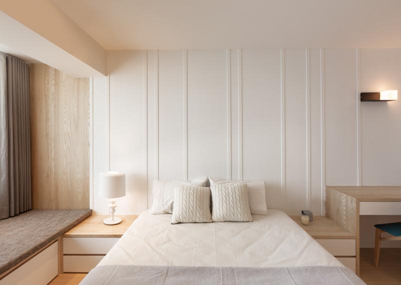 Интерьер спальни в трёхкомнатной квартире