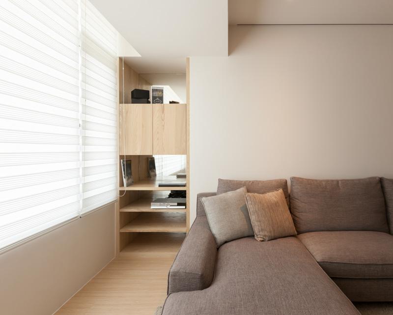 Угловой диван в интерьере трёхкомнатной квартиры