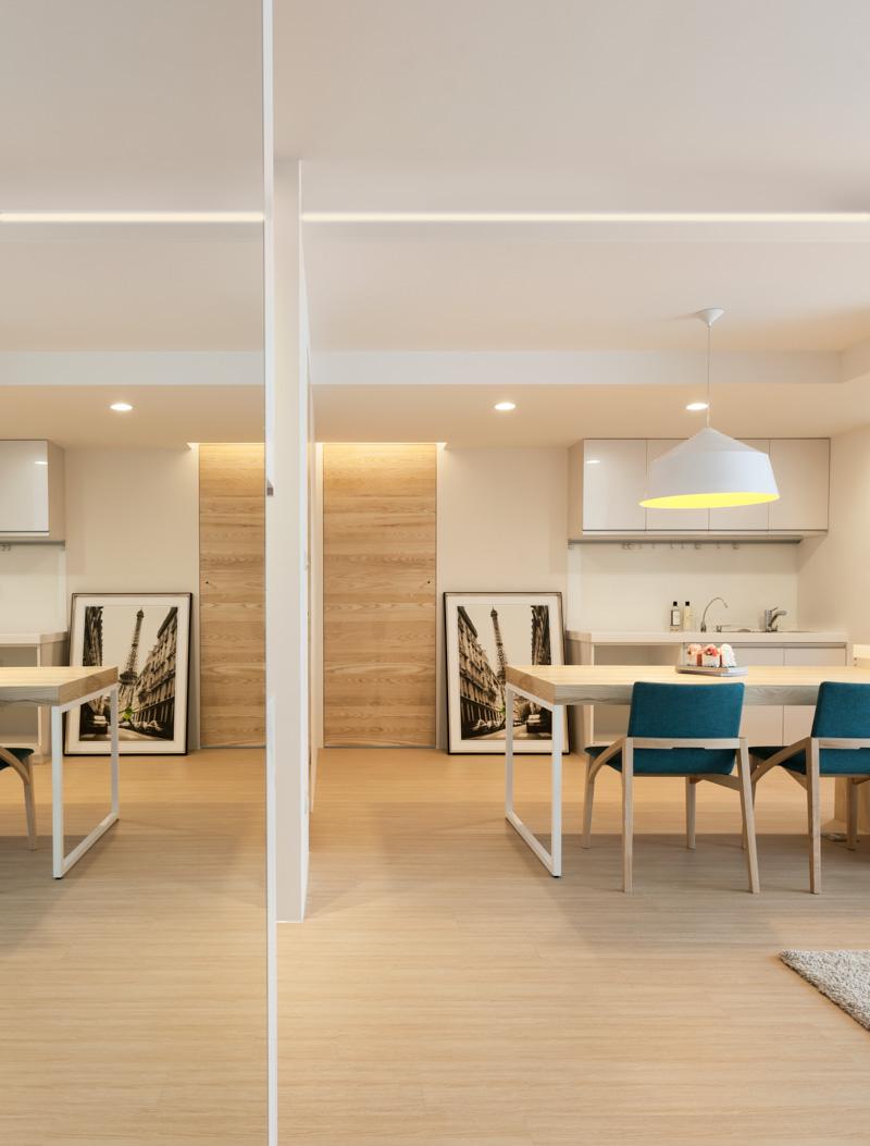 Интерьер кухни в трёхкомнатной квартире