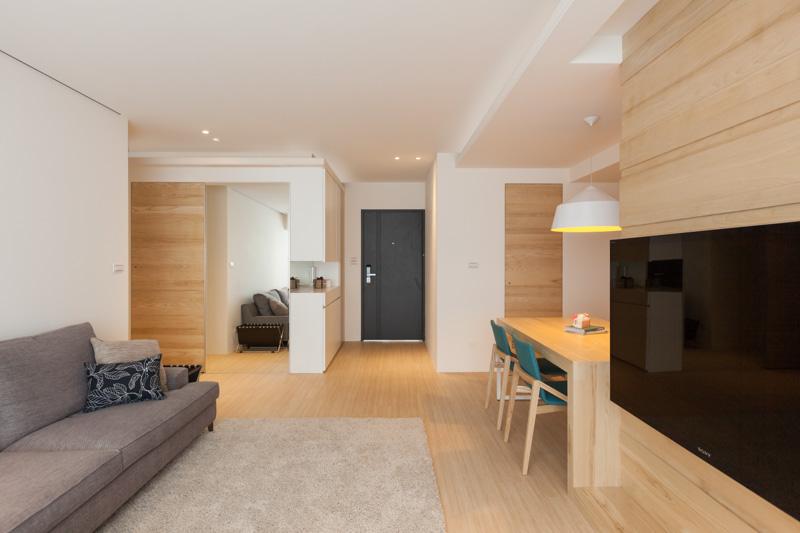 Светлое дерево в дизайне трёхкомнатной квартиры