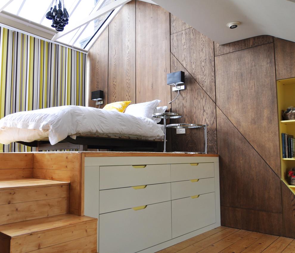 Спальное место на подиуме